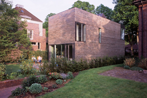 Blick auf das Gebäude von Garten aus<br />