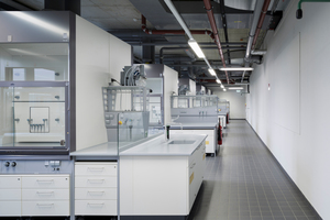 Blick in eines der Chemielabore<br />