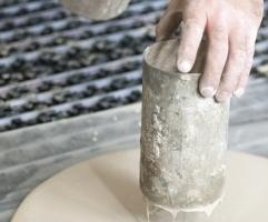 Das richtige Fließmaß zeigt an, ob die Materialkonsistenz der Nivelliermasse passt