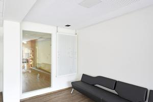 Rechts unten: Der Einbau des Fertigfensters dauert nicht mehr als 30 Minuten. Schmutz entsteht dabei kaum