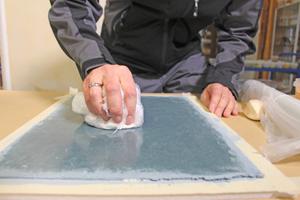 Nach 1 bis 2 Tagen nachseifen und mit HDPE-Folie polieren