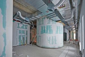 Die innenliegende, runde Dampfsauna ist mit gebogenen Rigipsplatten beplanktFotos: J. Brinkmann Bauunternehmung / Saint-Gobain Rigips