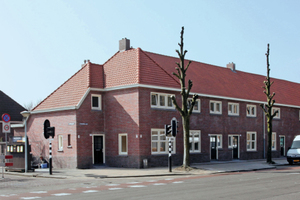 Ein typisches mit Backsteinen erbautes Häuserensemble im Eindhovener Philipsdorp