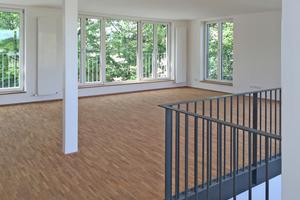 """Durch die Aufstockung entstanden sechs Maisonettewohnungen mit gut 120 m2 und eine mit 160 m2 Fläche<span class=""""bildnachweis"""">Fotos (2): Guggenbichler+Netzer Architekten / Josef Guggenbichler</span>"""
