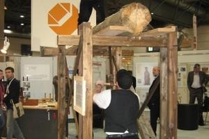 Die Verarbeitung von Holz ist auf der denkmal in Leipzig nicht nur Thema auf zahlreichen Vortragsveranstaltungen, sondern wird in den lebendigen Werkstätten auch auf den Messeständen gezeigt<br /><br />