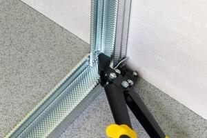 Verbundzange zum dauerhaften Verbinden von Metallprofilen ohne Schrauben und Nägel<br />Fotos: Stanley<br />