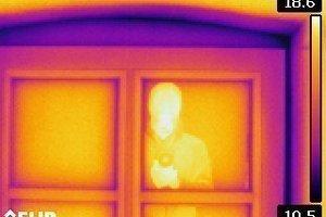 Interpretationssache: Wärmebilder müssen mit bauphysikalischer Sachkenntnis ausgewertet werden. Nicht immer sind Fehler wie Reflektionen so leicht auszumachen wie in diesem Beispiel