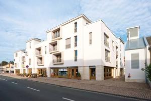 """Die vom Frankfurter Architekten  Fitz Ludwig entworfene """"Neue Stadtmitte Eschborn"""" greift die Bauweise alter Hofreiten auf und erinnert zugleich an die mediterrane Architektur Spaniens<br />Foto: Sto<br />"""