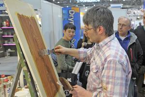 Herstellen einer Holzimitation auf der denkmal 2014