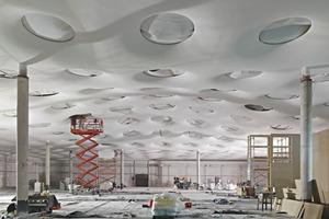 195 kreisrunde Oberlichter lassen Tageslicht in den unterirdischen Neubau<br />
