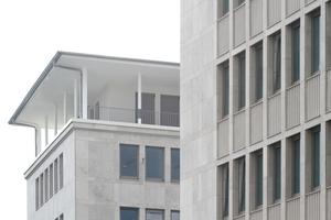 Fassadendetails mit oberstem Geschoss