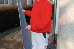 Toralf Ifland mit seinem zweiteiligen WDVS-Sockelschienensystem, das auch bei unregelmäßigen Wandverläufen ohne Distanzstücke angewendet werden kann<br />