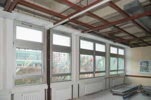 Deckenrandfries entlang der Fenster vor Montage der neuen Decke