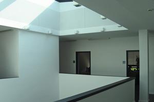 Der einst offene Innenhof wurde im Zuge der Umbauarbeiten mit einem Glasdach geschlossen<br />Fotos: Thomas Wieckhorst<br />