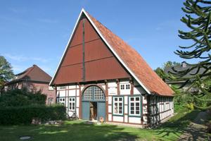 Bei der 1623 in Gütersloh-Isselhorst erbauten Holtkämperei handelt es sich um ein Dreiständer-Fachwerkhaus – das älteste Wohngebäude im OrtFotos: Thomas Wieckhorst