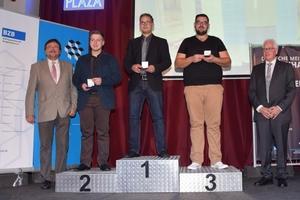 Auf dem Siegerpodest stehen bei den Fliesen-, Platten- und Mosaiklegern Raphael Rossol (Gold), Domenic Niedermeier (Silber) und Mario Waibel (Bronze)