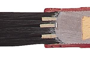 Polyamid-Kunsstofffassung im Querschnitt: Die dehnbare Fassung passt sich der Borstenquellung an, die Vollverklebung verhindert Rückstände im Pinselkopf