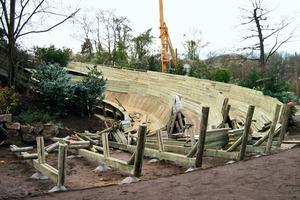 Die drei neuen Rodelbahnen im Zoo Hannover bauten die Zimmerleute der Ingenieur-Holzbau Cordes GmbH &amp; Co. KG aus massiven Douglasienstämmen und Kiefernhölzern<br />