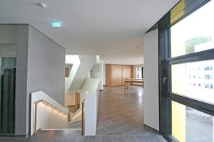 Das Treppenhaus im Neubau (links im Bild)⇥Fotos: Thomas Wieckhorst