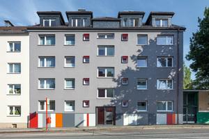 Grau, aber wie: Gut gesetzte Farbakzente verleihen der Bestandsfassade dieses Hamburger Wohnhauses eine neue Wertigkeit. Hierfür gab es den 2. Preis in der Kategorie Wohn- und Geschäftshäuser