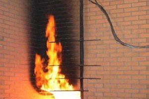 Großbrandversuch Wärmedämmsystem mit Klinkerriemchen<br />