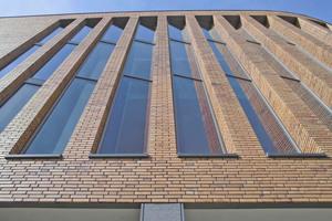 Die Pfeiler in der charakteristischen, runden Frontfassade sind im Halbsteinverband vermauert, die übrigen Flächen im wilden Verband Foto: Hagemeister