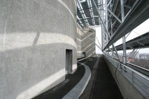 Befestigung der Solarmodule auf der Aussichtsplattform<br /><br />