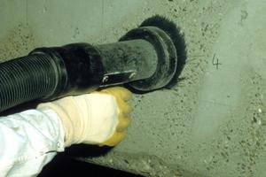 Untergrundvorbereitung für Verdämmung mit Vakuumstrahlgerät