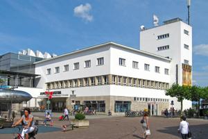 Der ehemalige Hafenbahnhof wurde in Friedrichshafen zu Beginn der 1930er Jahre nach Plänen des Architekten Karl Hagenmayer im Bauhausstil errichtet