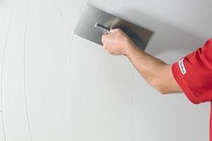 Die wesentlichen Arbeitsschritte einer verlaufenden Wischtechnik, deren Anwendung auch für die Gestaltung individueller Wandbilder geeignet ist<br />