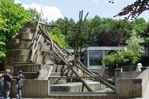 Die Ausgangssituation im Osnabrücker Zoo: Der Affenfelsen aus den 1970er Jahren – ein aus Beton gefertigtes Relikt des Geschmacks jener Jahre<br />Foto: Zoo Osnabrück<br />
