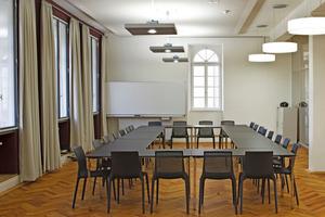 Die Seminar- und Musikräume sind selbstverständlich auch für Besprechungen geeignet<br />