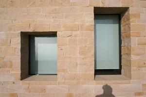Detail der Sandsteinfassade des neuen Restaurants