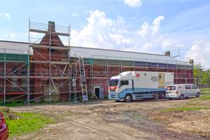 Die Sanierungsarbeiten am ehemaligen Exerzierhaus der Lutherstadt Wittenberge begannen unter anderem mit einer Tiefeninjektion