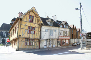 Die Sanierung von Fachwerkhäusern ist ein internationales Thema, wie diese historischen Gebäude in Frankreich zeigen<br />