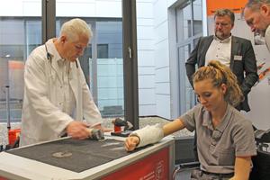 Die Geschichte des Oszillierers beginnt 1967 mit einem Werkzeug, das für den medizinischen Sektor entwickelt wurde: der Gipsverbandsäge
