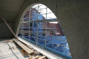 Blick vom Anbau hinüber zum Altbau der Villa<br />