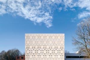 Für die neue Synagoge in Bochum entwarf der Kölner Architekt Prof. Peter Schmitz einen Kubus, dessen Fassade von Davidsternen strukturiert wird
