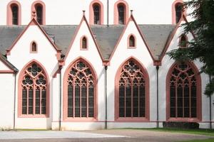 Filigran aufgelöstes Maswerk der Basilikafenster<br />