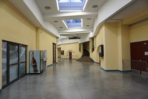 Umgang um die Halle im Erdgeschoss
