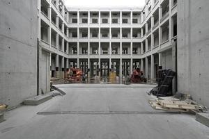Blick von Portal III in die Agora mit umlaufenden Galerien