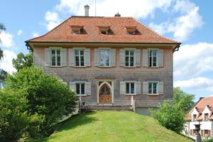 Blick in einen der kostbar ausgestatteten Räume im Schwarzacher Hof in Konstanz