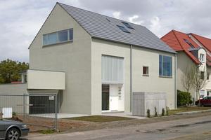 """Eine weiterer zweiter Platz ging in der Kategorie Energieeffizienz an das Büro monika krebs architekten aus Darmstadt und an den Betrieb HolzAktivHaus aus Birstein für den Neubau des """"Stillen Hauses"""" in Griesheim<br />"""