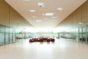 Im Forum (Q2) sorgen Trennwandsysteme von Strähle für eine gleichermaßen transparente wie repräsentative Atmosphäre Fotos (2): Strähle