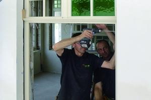 Montage der nachgebauten Holzfenster<br />