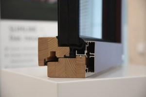 Detailaufnahme eines Holz-Aluminium-Fensters des Typs Slimline Ci-79 von Holzbau Becker &amp; Sohn <br />