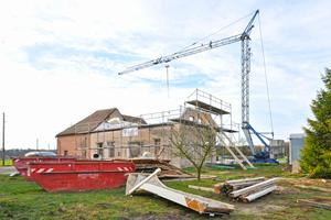 Bevor das Erdgeschoss der 1960 in Schermbeck erbauten Hofanlage als Wohnraum genutzt werden konnte, stand eine umfassende Sanierung des Mauerwerks an