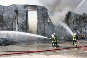 Großen Baustellen, großes Risiko: Geht die Arbeit der Handwerker kurz vor Fertigstellung durch Feuer, Sturm oder Hochwasser unter, tragen sie die Lasten