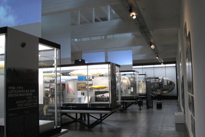 Ausstellungsraum im Erdgeschoss zur militärischen Nutzung von Zeppelinen<br />