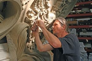 Das Modellieren der Werkstücke in feuchten Ton ist nicht nur eine handwerklich, sondern auch künstlerisch anspruchsvolle Arbeit<br />